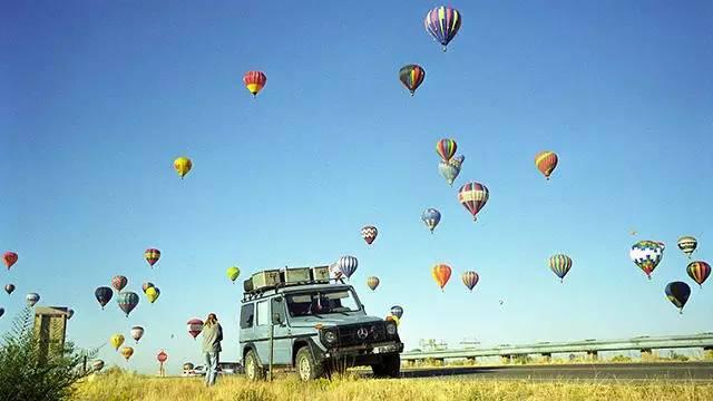 一辆奔驰大G,一对夫妻,26年跨越177个国家,行程89万公里!