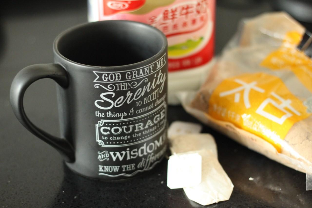 下雨天,来杯暖暖的奶茶吧