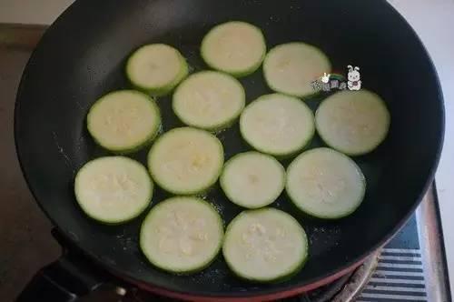 香煎西葫芦,快手清新菜