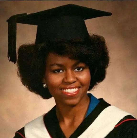 她17岁考入普林斯顿,24岁已是哈佛博士,奥巴马当年只是她的小实习生