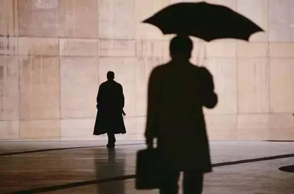 胡雪岩——谁都有雨天没伞的时候…