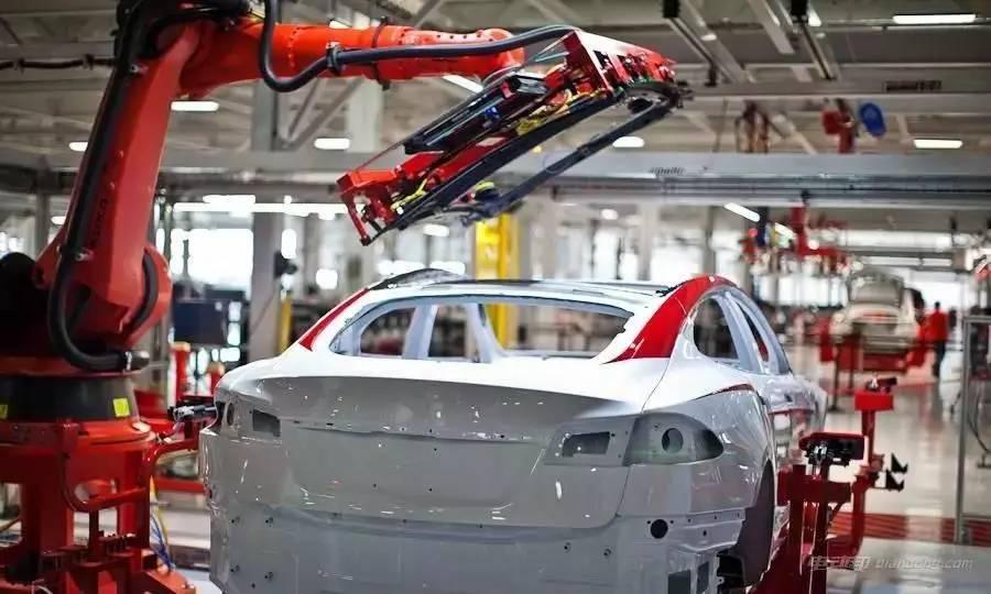 中国300亿拿下的德国机器人巨头太厉害,特斯拉生产竟全指着它