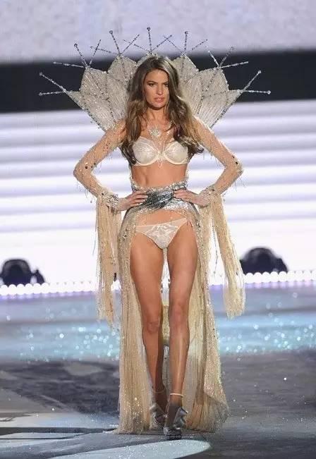 维密里这些比Fantasy bra还贵的秀服,原来都是施华洛世奇做的!