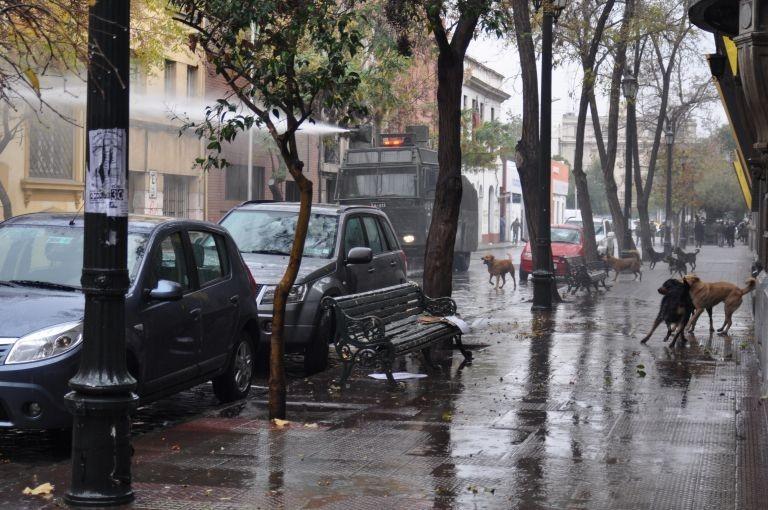 气候变暖导致欧洲无雪可滑,以及智利连日暴雨首都圣地亚哥断水   0227