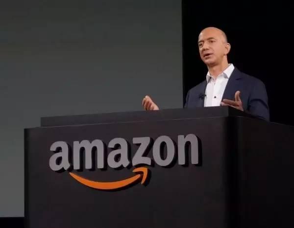 他31岁从车库卖书起家,如今公司市值3万亿,品牌价值仅次于苹果!