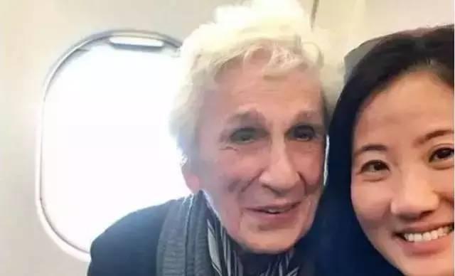 飞机上邂逅一96岁老太太,独自旅行,优雅从容,她的人生秘诀是......