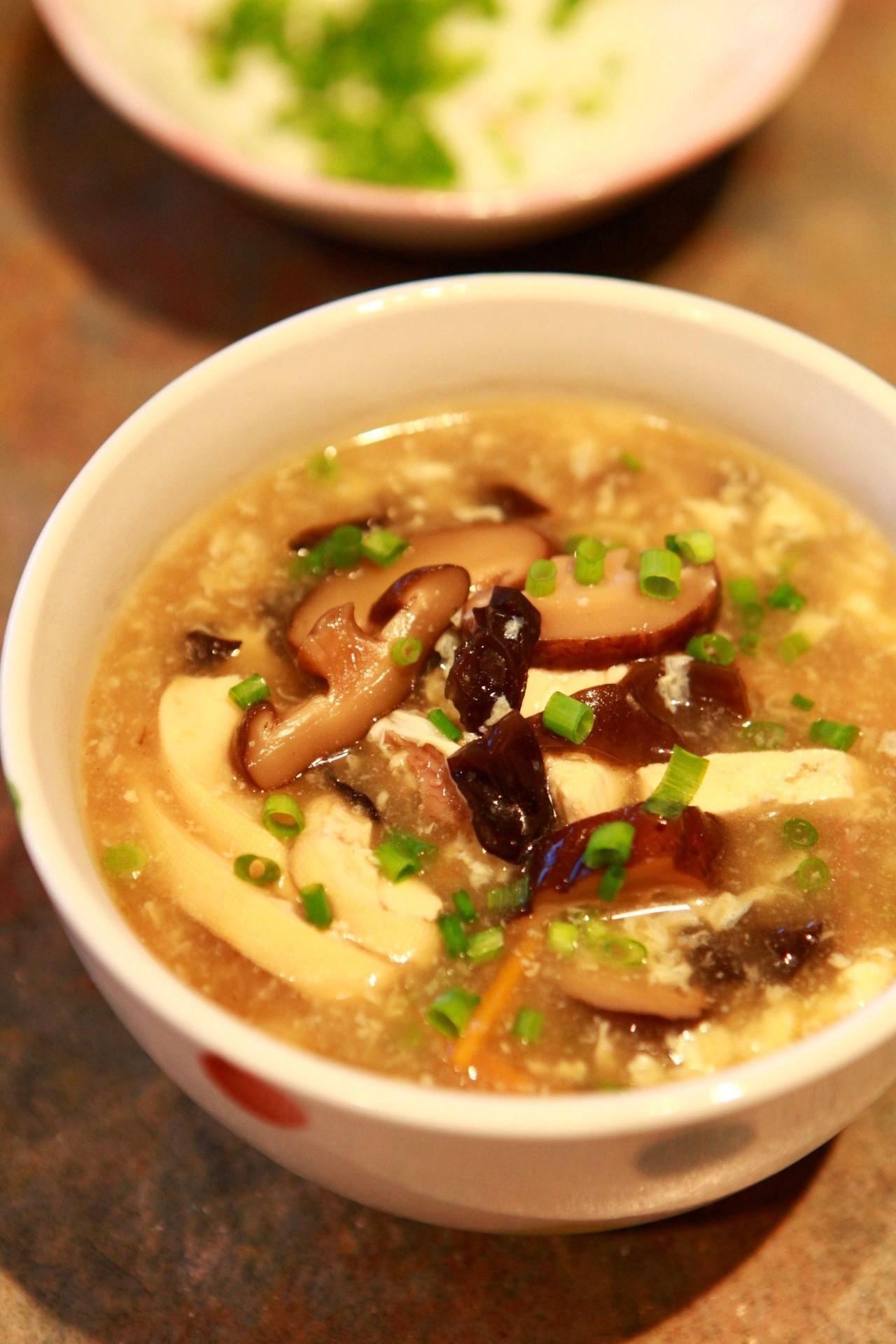 酸辣汤:食材满满一大碗,超过瘾