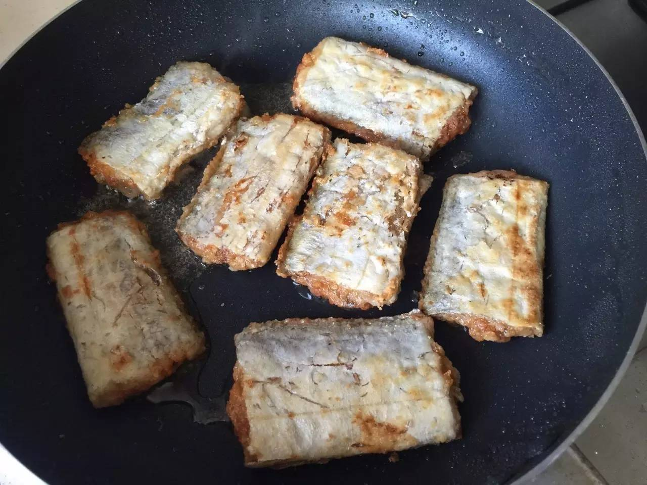 外酥里嫩的椒盐带鱼,佐粥超级棒!