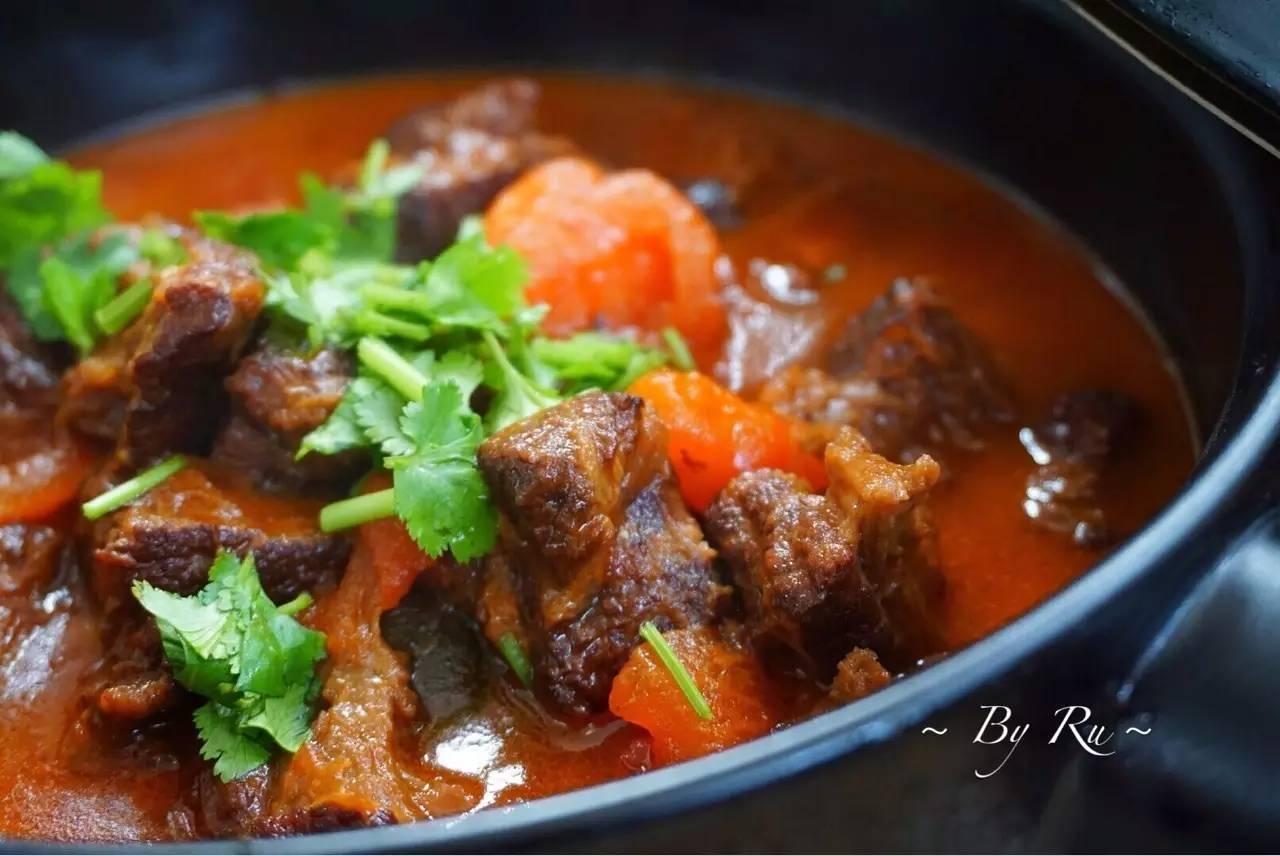 番茄炖牛腩,酸甜汤汁,酥烂入味