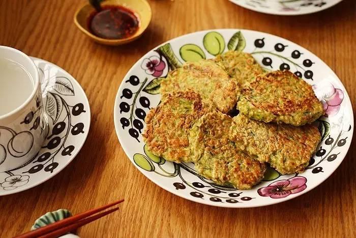 十分钟早餐计划:小黄瓜燕麦煎饼,明天就吃它!