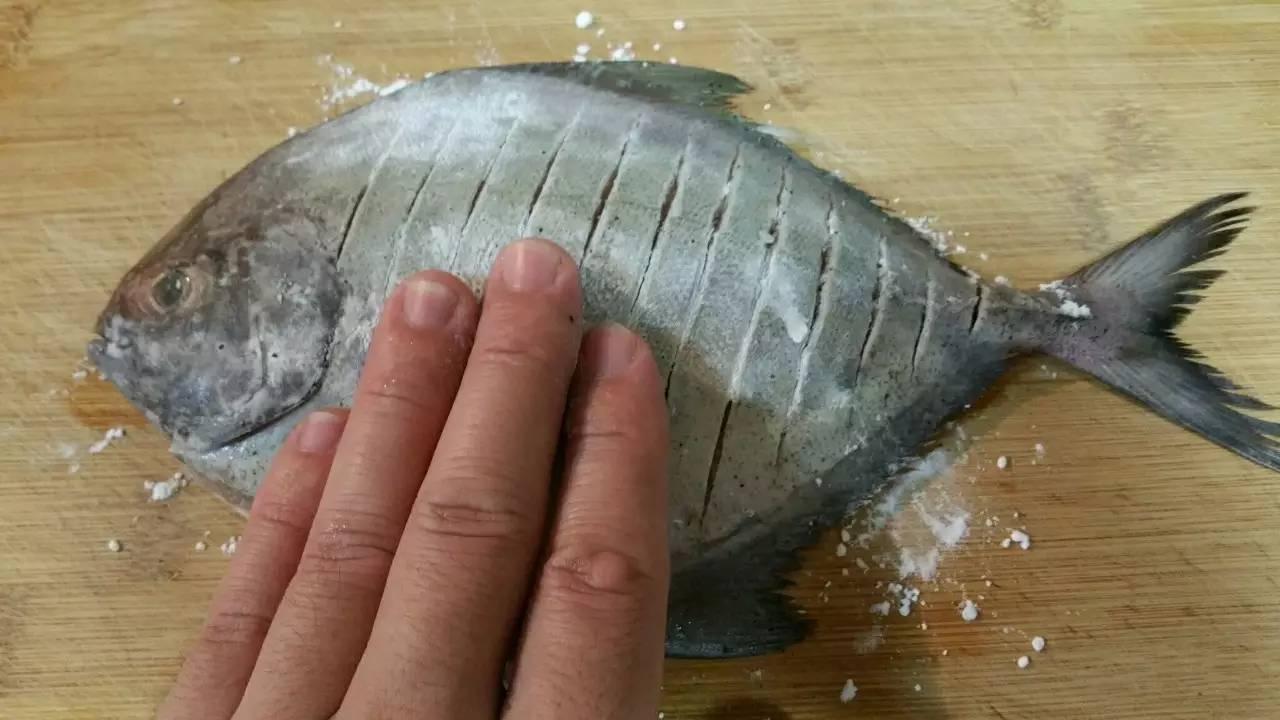 图解煎鱼,入味又不破皮的简单方法