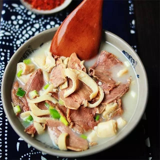 好物 | 这碗叫食客留恋的老字号羊肉汤:汤汁奶白,羊肉香而不膻