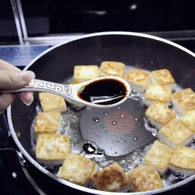 香煎嫩豆腐:咬一口就爆出汁来