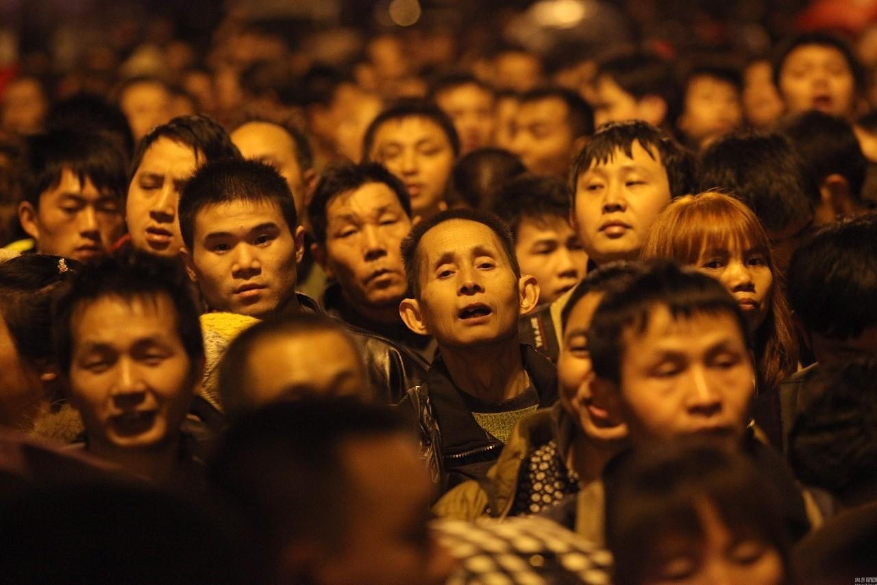 BBC拍了部口碑爆棚的春节纪录片,老外搞嗨了,全球华人却看哭了……