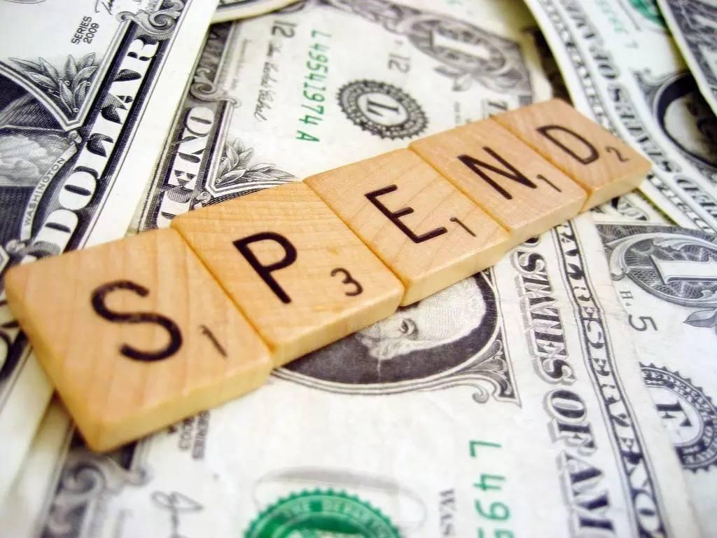 究竟该花钱,还是花时间?一篇从经济学角度的解析