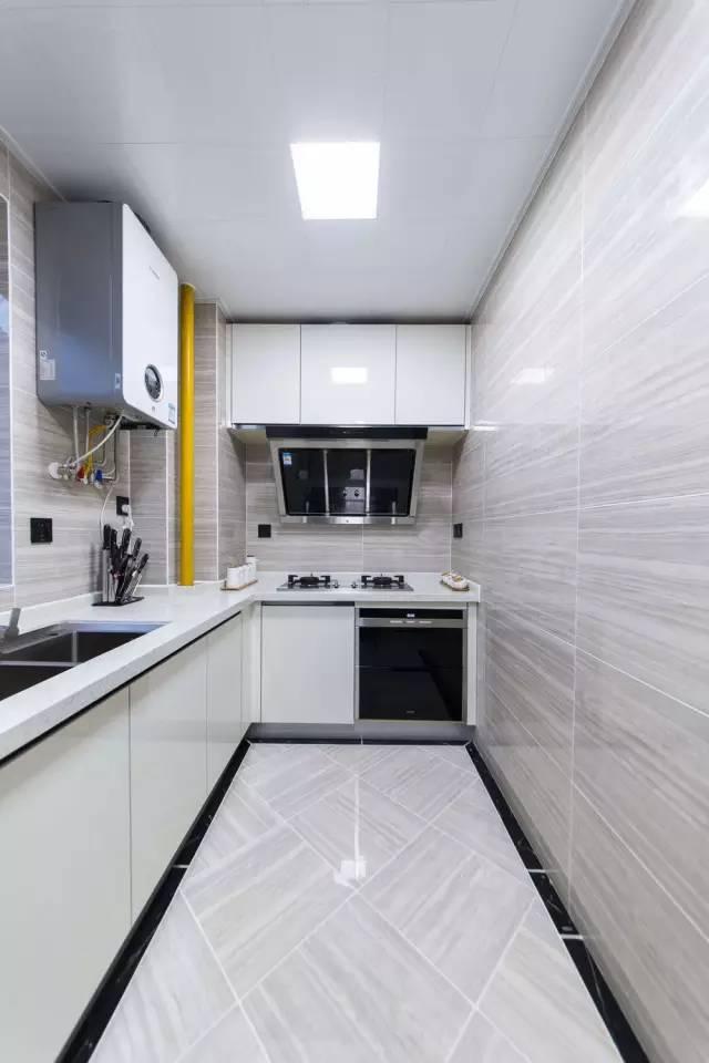8万把120平简约三居室装得如此大气,背景墙也选得好!