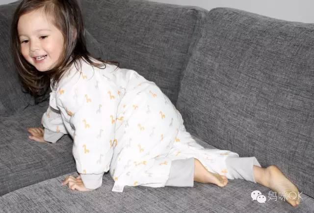 天凉了,娃儿晚上睡觉该怎么穿,怎么盖?