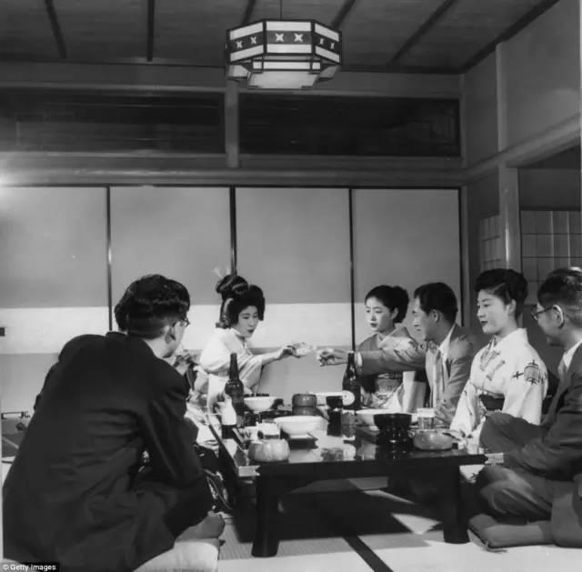 日本人拘谨刻板,为什么他们的色情业却这么发达