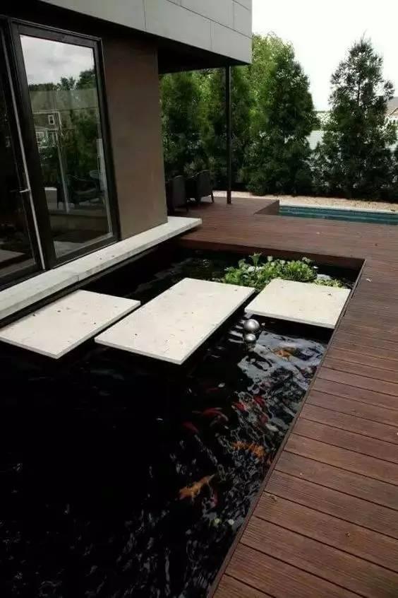 回农村建个房,做个院子,造个池塘……