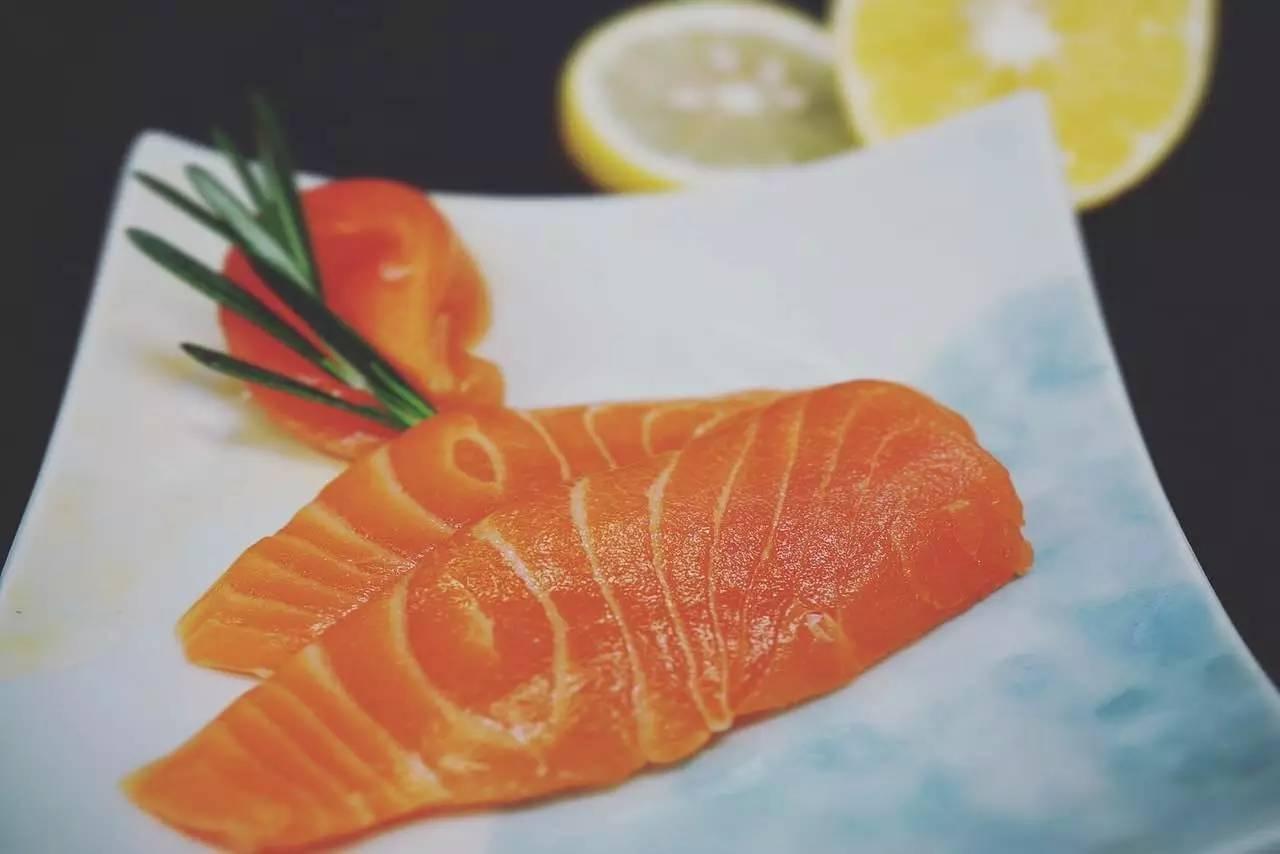 自信 | 如何在餐厅一秒说出「这盘三文鱼来自哪里」
