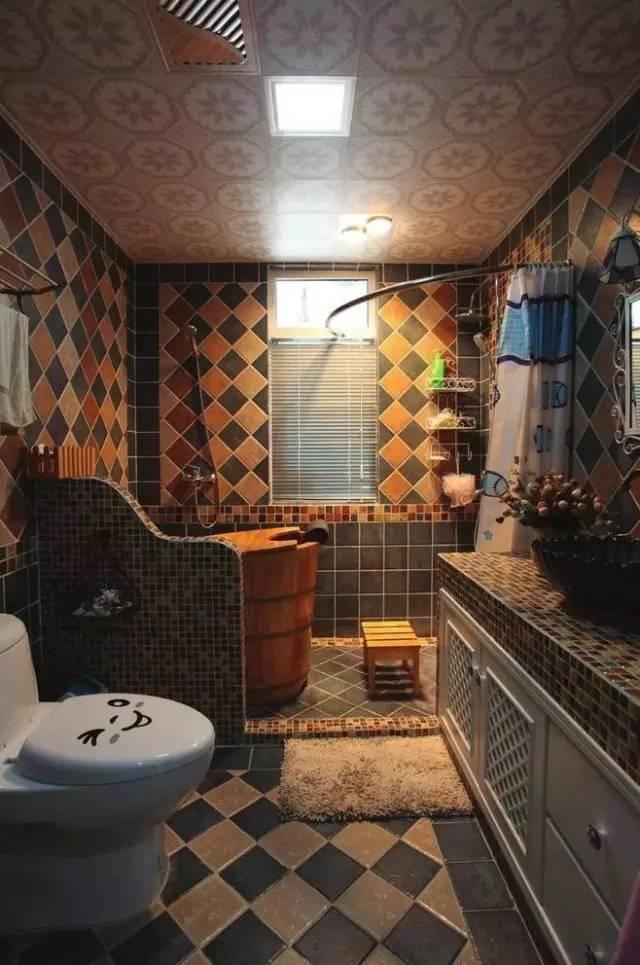 不要再让白墙白砖左右你的思想了,卫生间应该是这样的