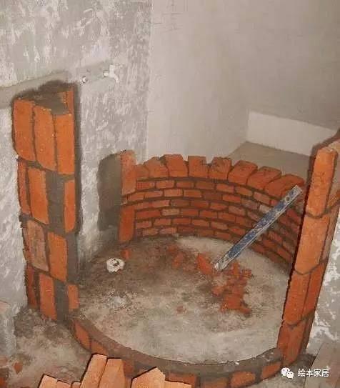 瓦工老爸非要自己砖砌淋浴房,老妈不乐意,完工后乐的笑开花!