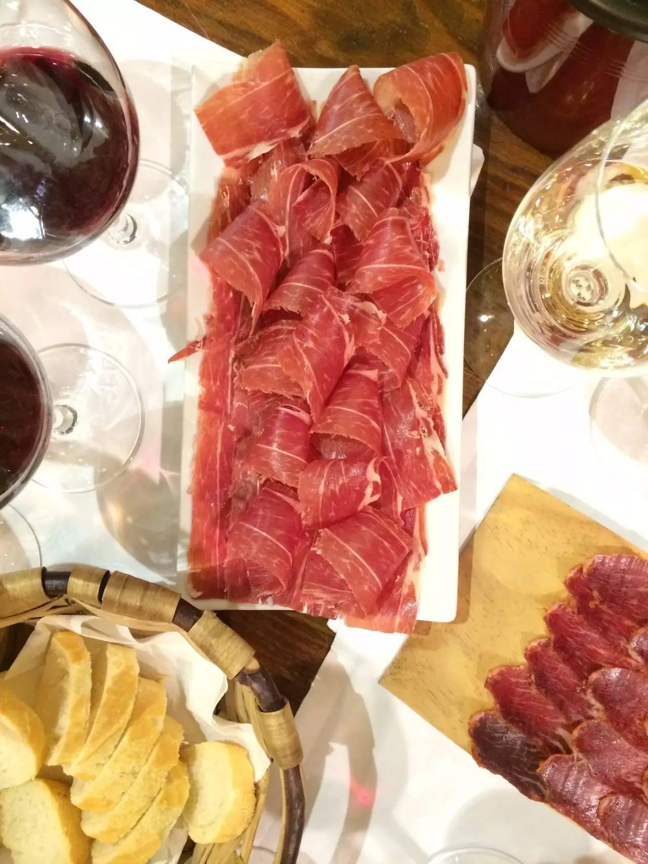 秋季最美葡萄酒旅行地:尽享美食、美酒、田园风光