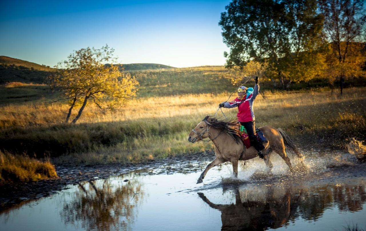 你试过吗?花一个月骑马穿行蒙古 | YOLO