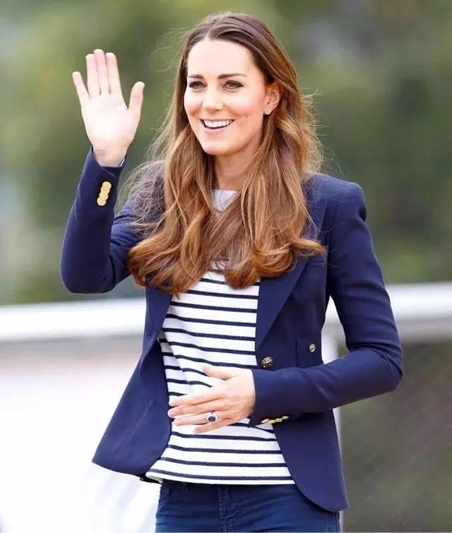 你想得出名字的明星、贵族、名模们,竟然都穿过同一件衣服?!