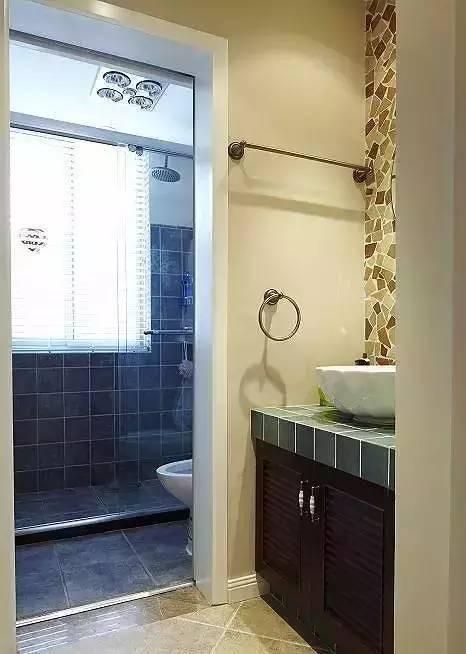3㎡小卫生间要这样装洗澡上刷牙才两不误!