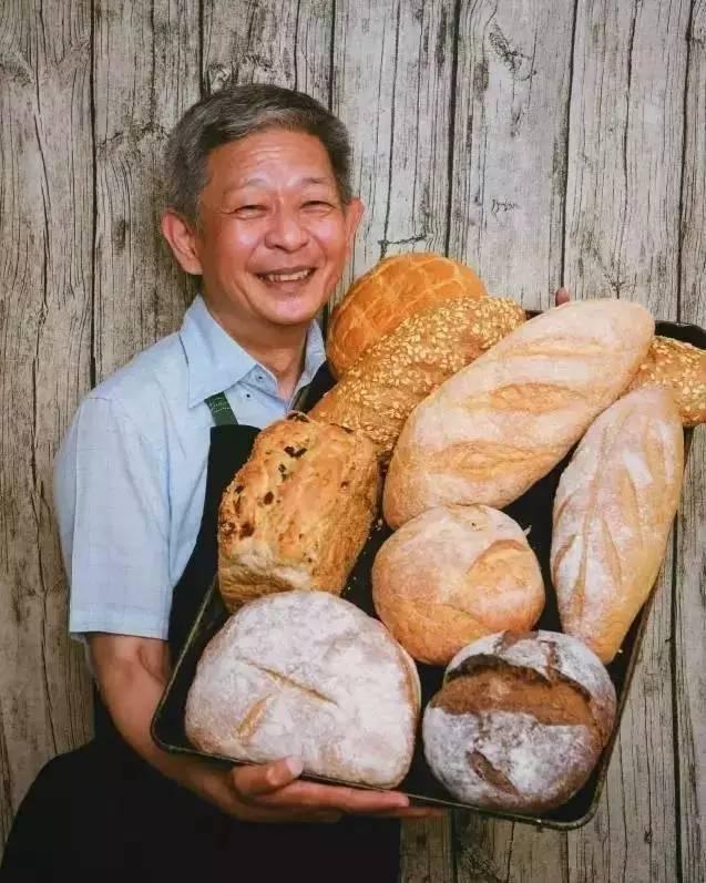家世显赫,却不屈从权势,46岁官二代毅然辞职做面包,红遍北京的店却要关了!