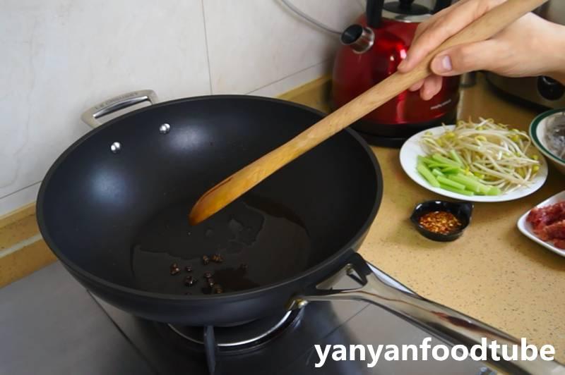 吃不厌的酸辣粉,鲜香麻辣暖烘烘
