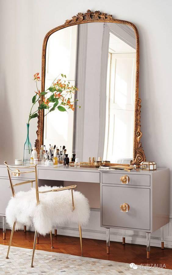 还在卫生间化妆?造个梳妆台只要一米白墙