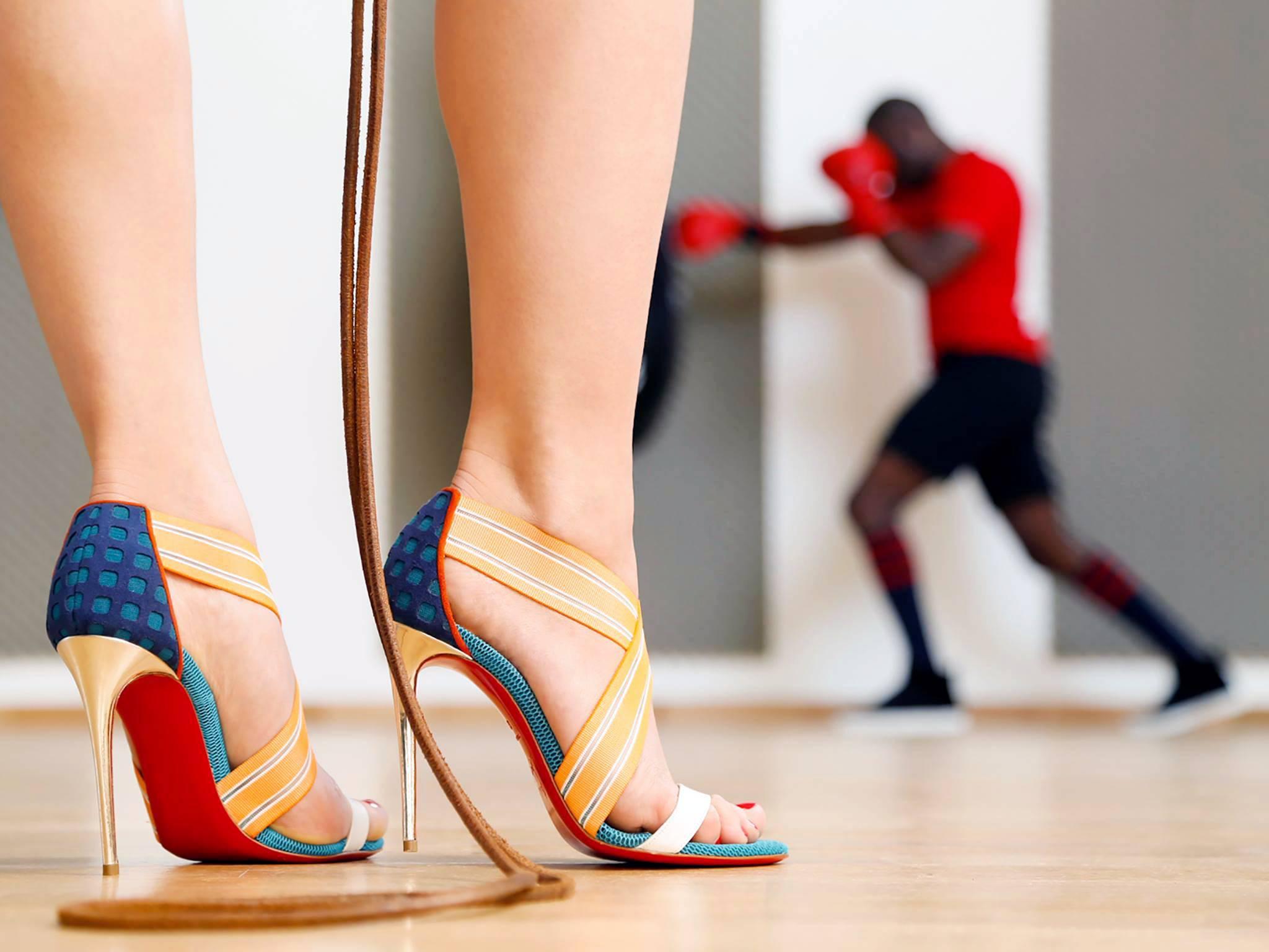 拽|这位鞋匠说,舒服不是我的职责,我只管美和性感