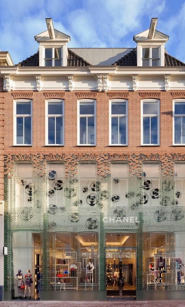 LV、PRADA哭了,那个花12亿建菜市场的老头,用玻璃砖给香奈儿造了座水晶屋