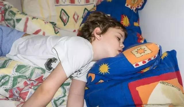 孩子睡觉总打呼,妈妈该担心吗?