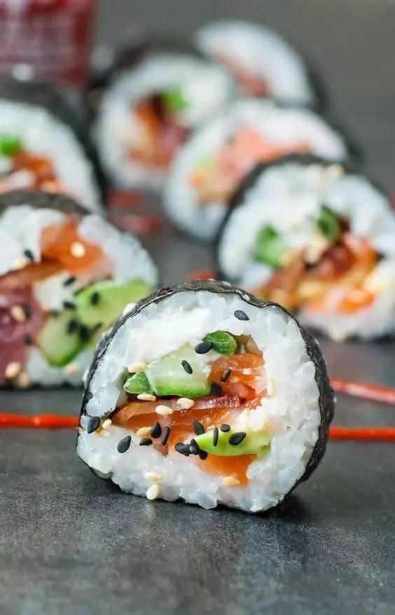 寿司真是好看又好吃,我简直想从天亮吃到天黑!